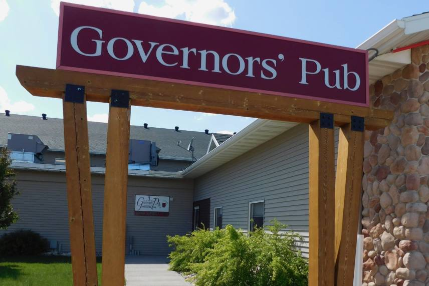 governors' Inn pub board