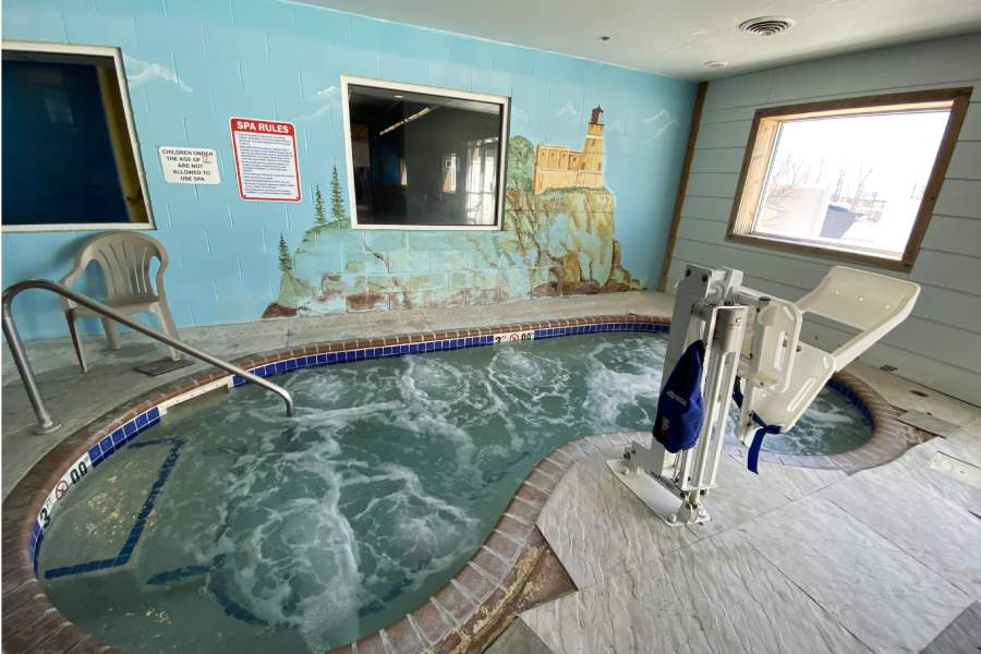 Governors' waterpark tub